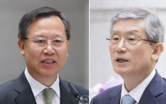 Prosecutors seek warrants for former top court justices, first in Korean history