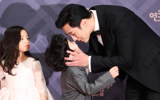 So Ji-sub wins top prize at MBC Drama Awards