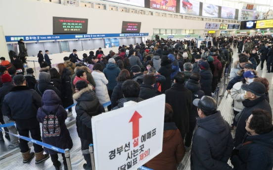 'Reservation war' starts for train tickets home for Lunar New Year