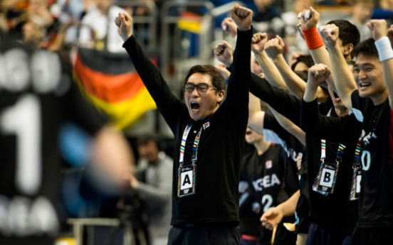 Unified Korean handball team notches up 1st victory at worlds