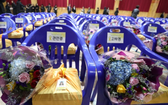 [Newsmaker] Grief-filled graduation ceremony held for Sewol victims