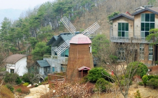 Calls grow for reinvestigation of Kim Hak-eui orgy scandal