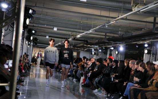 New fall-winter looks hit Seoul runway
