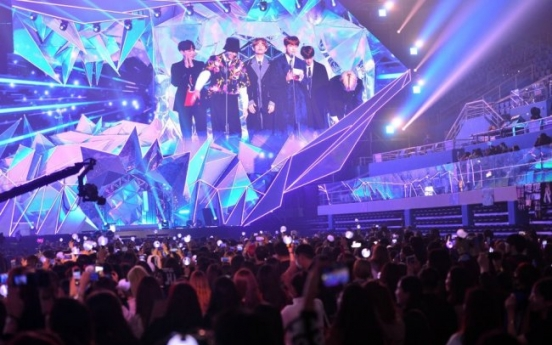 [Weekender] Fan translators break through K-pop's language barrier