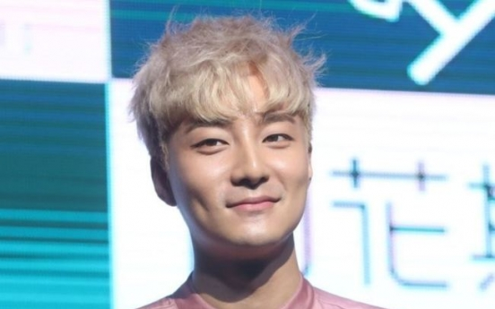 [Newsmaker] Roy Kim booked for distribution of obscene photo
