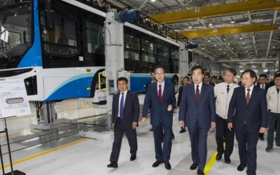 PM Lee visits southwestern province to foster hydrogen economy