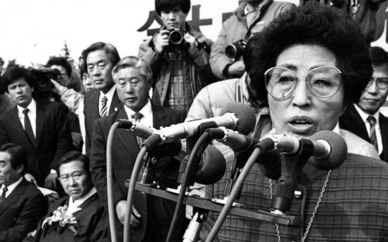 [Newsmaker] Lee Hee-ho, women's rights pioneer, partner in inter-Korean reconciliation efforts