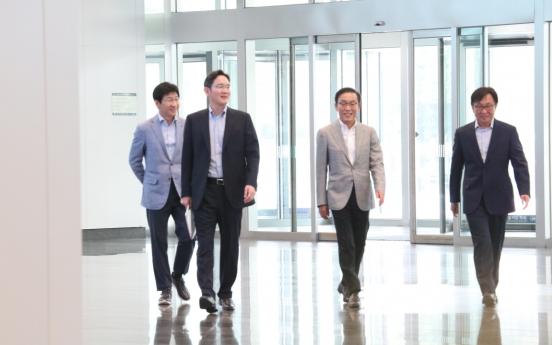 Samsung heir keeps tight rein on future businesses