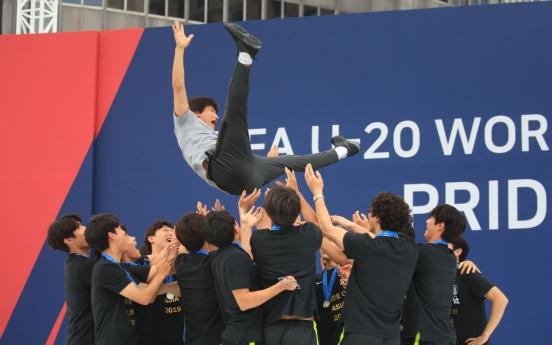 Runner-up S. Korea feted before fans in Seoul