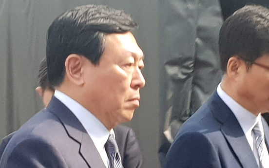 Lotte chief visits Tokyo amid anti-Japanese sentiments in Korea