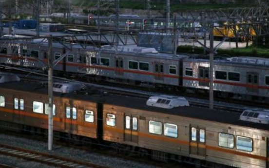 Rush-hour trains run on schedule on first day of Busan subway strike