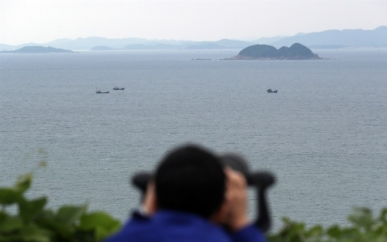 Military investigating report of periscope-like object  off Haengdam Island Service Area: JCS