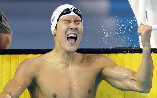 Former world champion Park Tae-hwan offers encouraging words to Korean swimmers