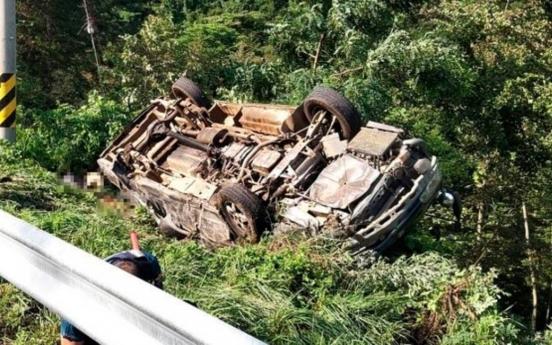 [Newsmaker] 4 dead, 12 injured in overturned van in Gangwon Province