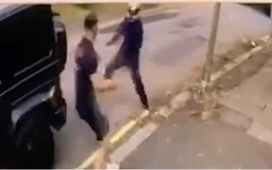 아스널 콜라시나츠·외칠, 런던 거리에서 무장 강도와 격투