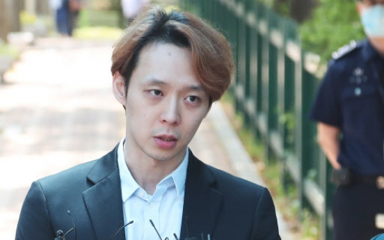 [Newsmaker] 'Park Yoo-chun invited police officers home while under probe'