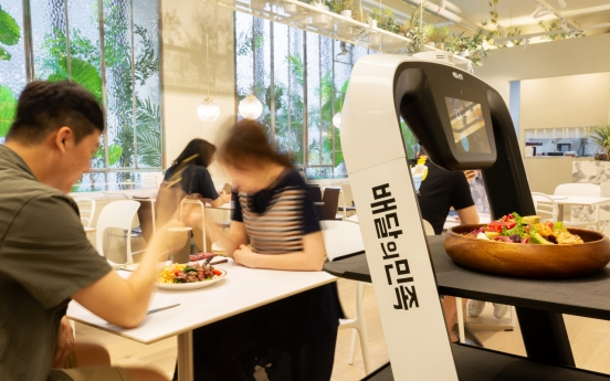 [Video] Mobile orders and unmanned serving: Robot restaurant lands in Seoul