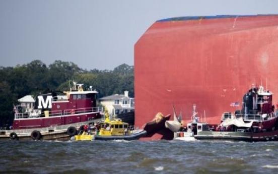 美해안경비대의 긴박한 구조드라마…7cm 선체구멍 뚫어 물 공수(종합)