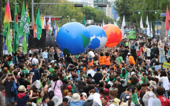 [From the scene] Koreans join global climate protest