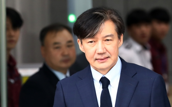 Cho Kuk probe 'excessive' 49.1%, 'adequate' 42.7%: poll