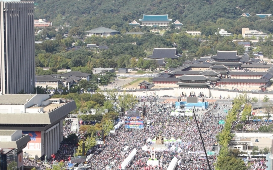 Conservatives dominate central Seoul, demand resignations of Moon, Cho