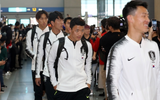 S. Korean men's football team embarks on journey to N. Korea for World Cup qualifier