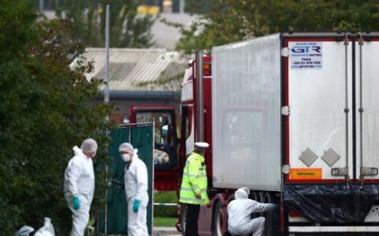 英 남동부 에식스 산업단지서 시체 39구 담긴 컨테이너 발견(종합)