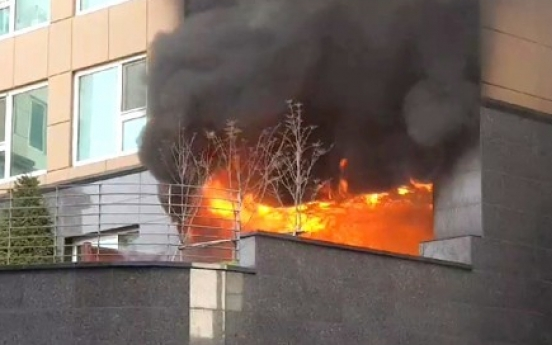 Fire kills man in 30s in Yeongdeungpo