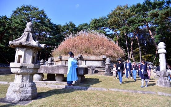 [Eye Plus] Silver grass waving on royal tomb of King Taejo