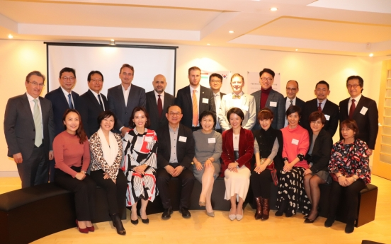 Foreign envoys get a glimpse of Korea's architectural tradition