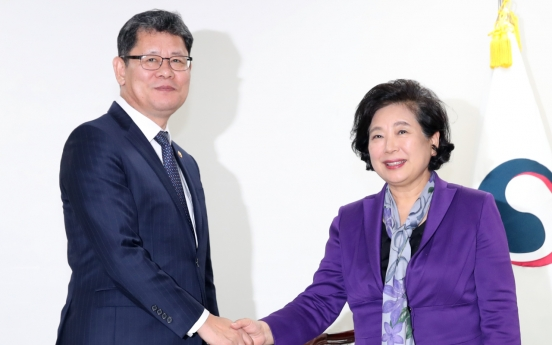Unification minister meets Hyundai Group chairwoman over Kumgangsan tours