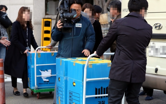 Special investigation team secures data records during Sewol sinking