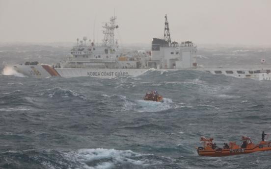 [Newsmaker] 3 of 14 crew dead, 1 missing, after boat capsizes off Jeju