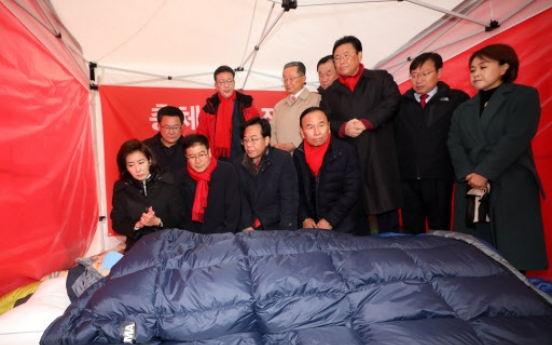 Opposition leader continues hunger strike for 7th day amid calls for removal of tent
