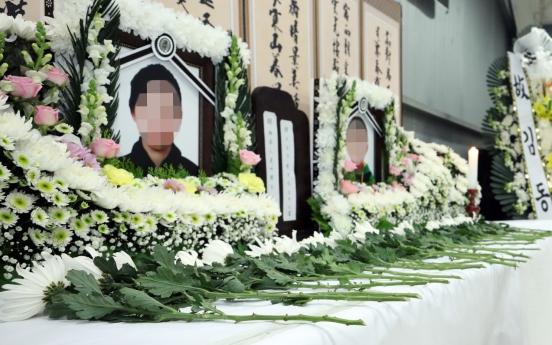 Memorial service for defector mother, son begins