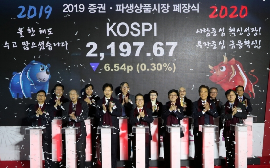 Kospi falls below 2,200, Kosdaq rises near 670 in 2019 finale