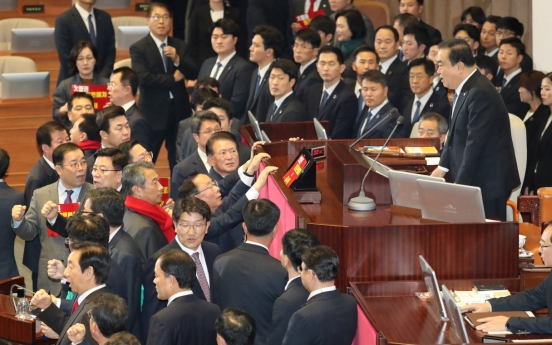 [Newsmaker] Parliament passes corruption probe unit bill amid opposition lawmakers' protest