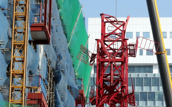 [Newsmaker] 2 dead, 1 injured in Incheon crane collapse