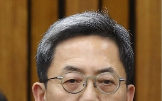 Former Samsung exec questioned in group merger probe