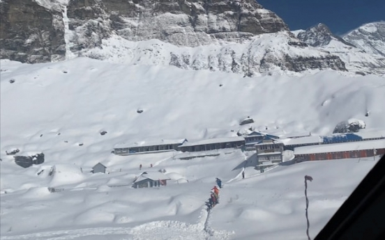 Heavy snow hampers search for missing S. Korean, Nepal trekkers