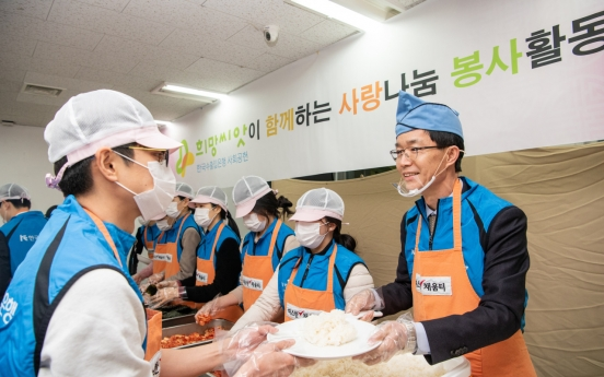 Eximbank employees volunteer at soup kitchen