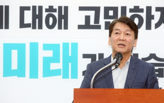 [Newsmaker] Ex-presidential candidate Ahn Cheol-soo defects from minor opposition party