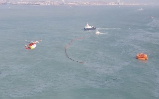 Crude oil spills from buoy off coast of Ulsan