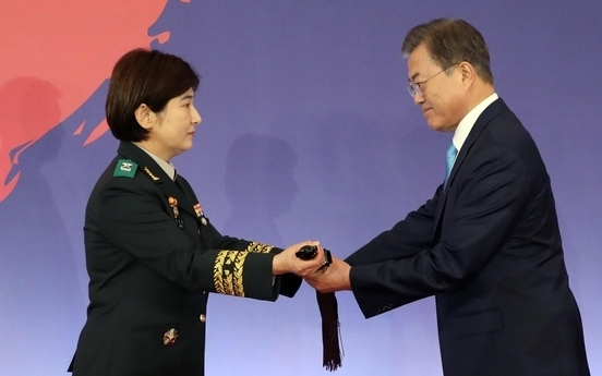 Moon bestows symbolic swords to new military generals