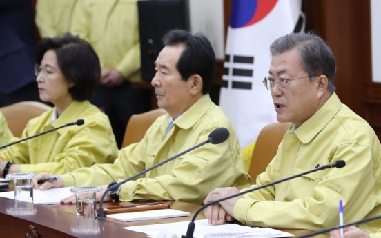 Moon vows all-out efforts against new coronavirus, warns against fake news
