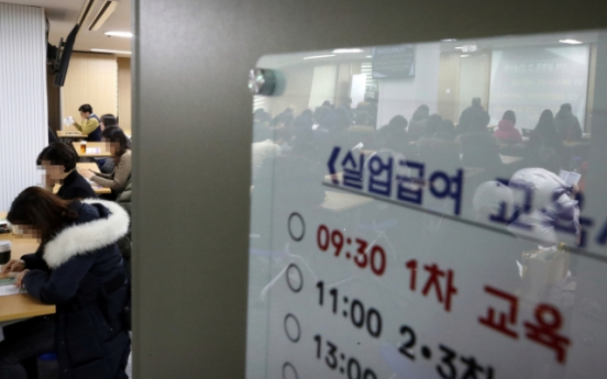 [News Focus] Korea's payouts for jobless people soar 103% in 5 years