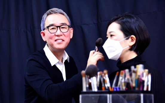 Wearing face masks, people go makeup free, change style
