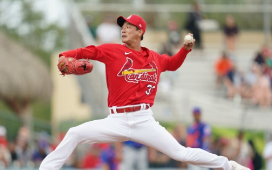 Cardinals' Kim Kwang-hyun tosses scoreless inning in spring debut