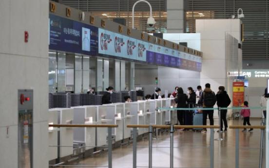 Airlines extend flght suspensions, halt more amid virus fears
