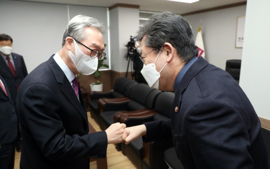 Culture minister urges churches in Korea to halt gatherings amid coronavirus spread